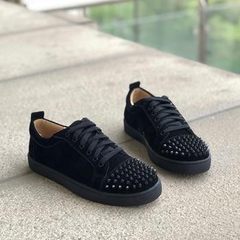 Qianruiti zapatos vulcanizados para hombre 2019 zapatillas de punta Baja zapatos de gamuza remache zapatos casuales para tenis masculino
