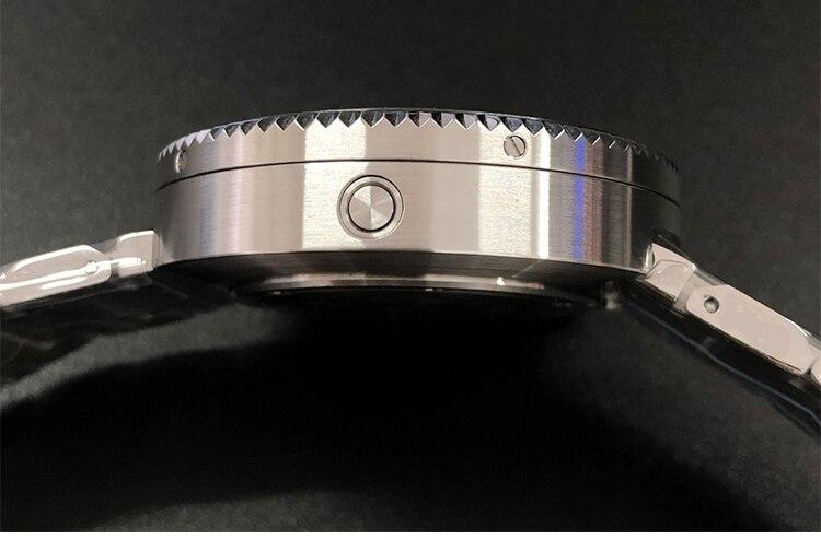 com pulseira de aço inoxidável e vidro