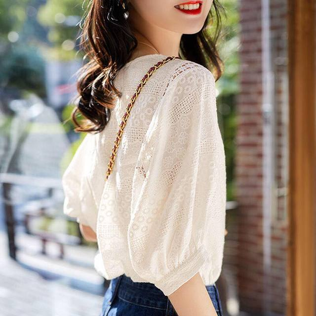 2021 Summer New Korean Fashion Women's Lantern Sleeve Loose Shirts Embroidery Cotton Lace O-neck Casual Blouses Plus Size 13440 3