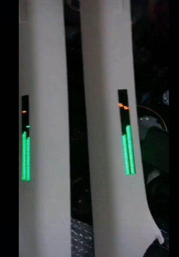 Duplo 60-bit voz-ativado música estéreo nível ritmo
