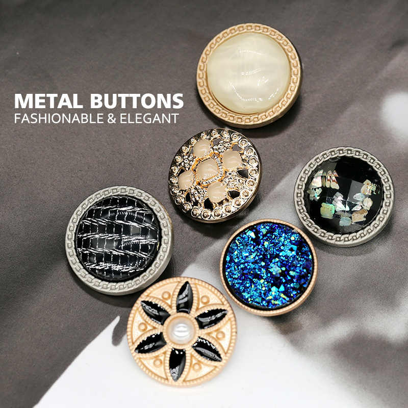 Jas Knop Mode Vrouwen Kleding Pak Decoratieve Cc Merk Klasse Knoppen Parel Naaien Kleding Accessoires Hand Werk Shell Jurk