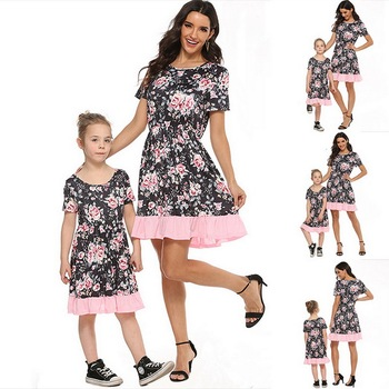 2020 Summer Family Matching Outfits Mother & daughter Matching Clothing 2-8T Floral Dress Mom Girls Family Clothes Outfits 1