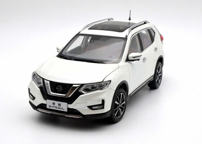 <font><b>1:18</b></font> <font><b>Diecast</b></font> Model for <font><b>Nissan</b></font> X-trail Rogue 2018 White SUV Alloy Toy <font><b>Car</b></font> Miniature Collection Gifts Hot Selling Xtrail X Trail image