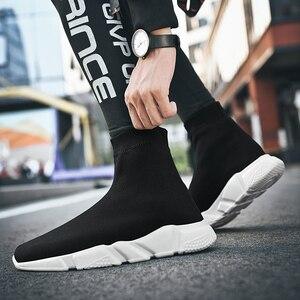 Image 2 - 2019 Hot sprzedaż mężczyźni High Top Mesh obuwie damskie oddychające skarpety buty wyjściowy modny kamuflaż dolny rozmiar butów 35 47