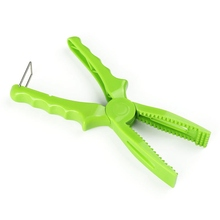Fishing Tool Plastic Pliers Gripper Fish Body Grip Clamp Grabber Tackle Clip With LockHand Controller