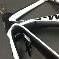 최고 qaulity 중국 도로 자전거 프레임 화이트 블랙 컬러 v 브레이크 자전거 탄소 프레임 T1100 + 핸들 바 swk 탄소 프레임 freeshipping
