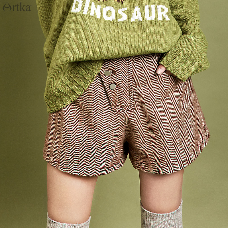 ARTKA 2019 Winter New Women Shorts Vintage Stripe High Waist Woolen Shorts Casual Warm Woolen Shorts With Pocket Women KA10095Q