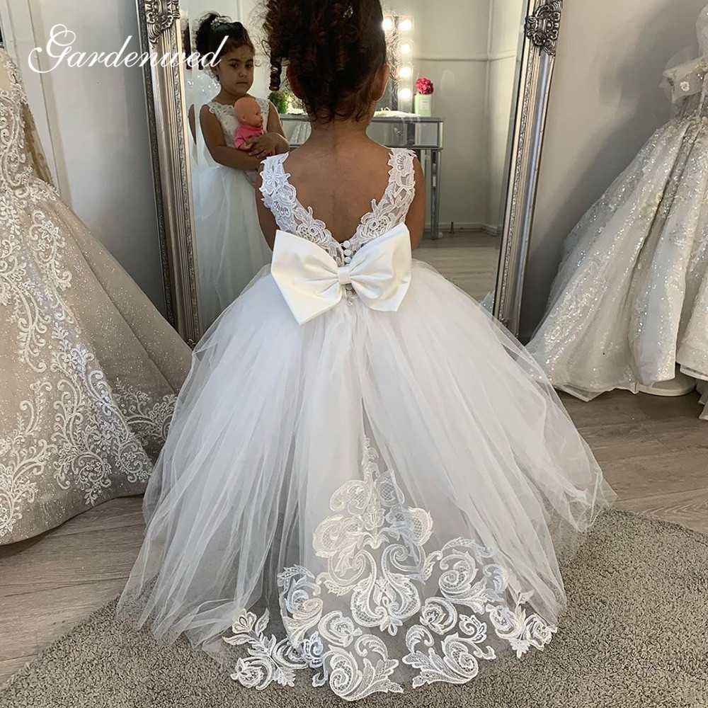 2020 Ball Gown Flower Girl Dresses Lace Appliques Bow Puffy Ivory Long Kids Communion Dresses