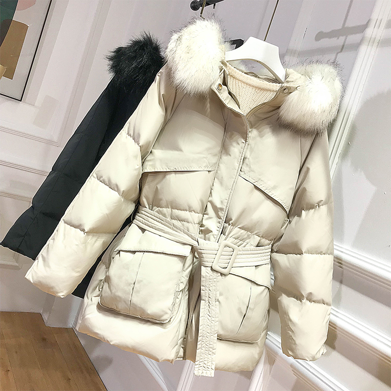 The New 2019 Heavy Hair Collar Brief Paragraph Down Jacket White Duck Down Loose Coat Fashion Tide. Lady