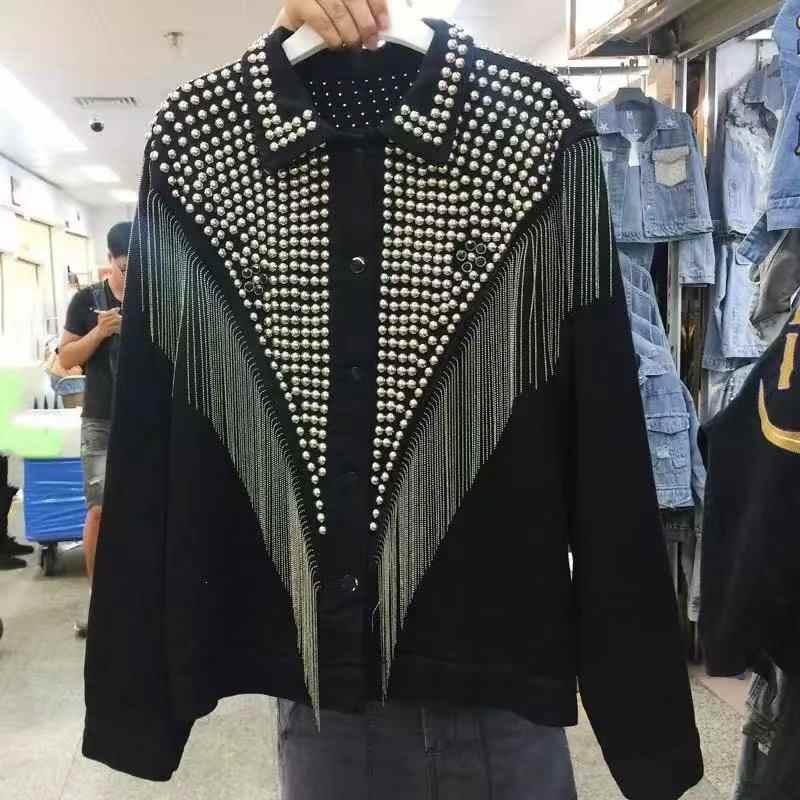 女性デニムジャケット金属冬のジャケットの女性スタッドストリートレディースジャケットやコートの冬
