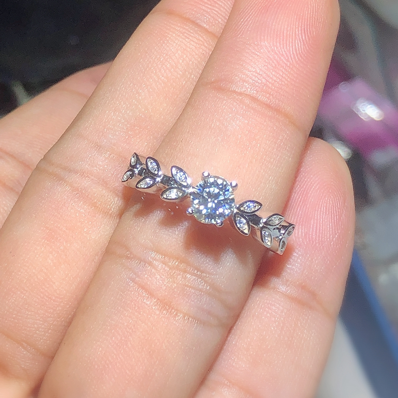 New Product Promotion Moissanite  0.5ct  Hardness 9.3, Diamond Substitutes, Can Be Tested By Instruments. Popular Jewelry
