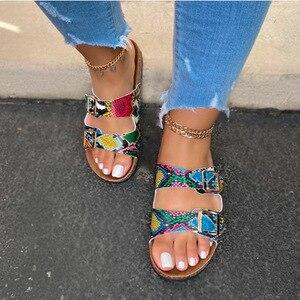 Image 2 - 2020 גביש חיצוני חוף סנדלי קיץ כפכפים נשים בלינג גבירותיי פתוח הבוהן נוחות להחליק אישה נעלי צבעים בוהקים קוברה