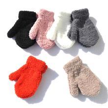 1 Пара толстых плюшевых коралловых зимних перчаток для мальчиков и девочек, мягкие теплые одноцветные вязаные варежки для детей 1-4 лет