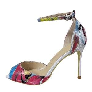 Image 2 - גודל 34 45 עור אמיתי בוהן פתוח שתי חתיכות קרסול רצועת מתוק פרפר הדפסת פגיון עקבים גבוהים נשים סנדלי נעליים