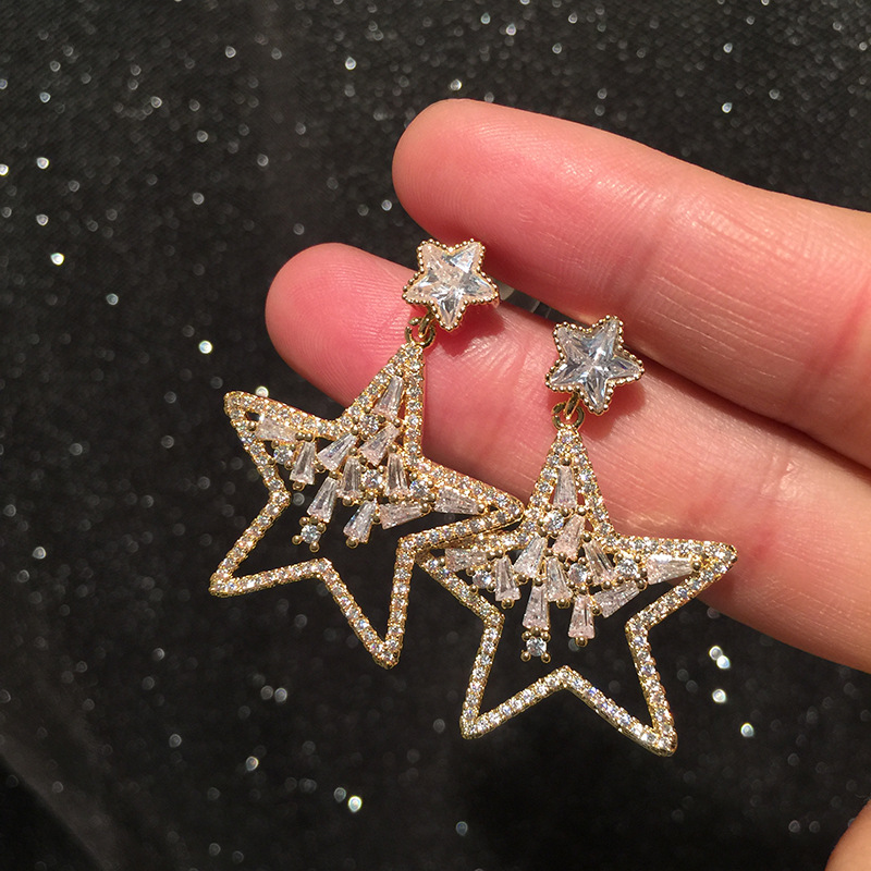 Hollow out star earrings irregular creative design S925 needle light luxury micro set sweet girls five-pointed star penda