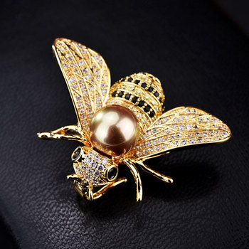 цена на Famous Brand Design Insect Series Brooch Women Delicate Little Bee Brooches Crystal Rhinestone Pin Brooch Jewelry Gifts For Girl