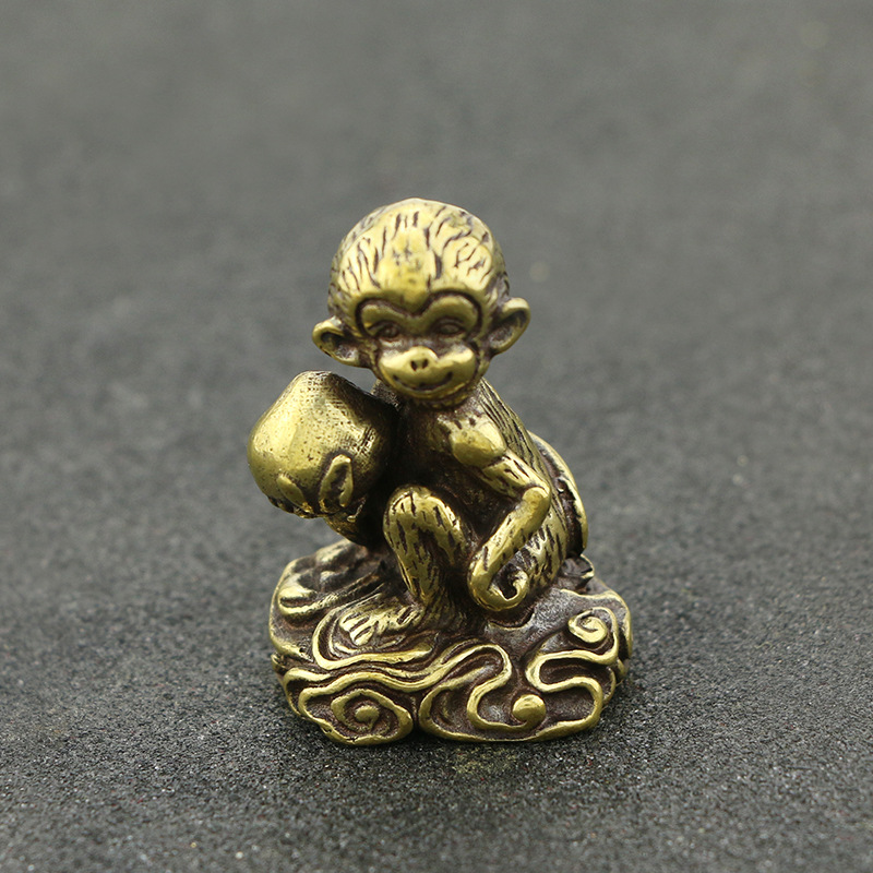 Mini Cute Monkey With Peach Brass Vintage Animal Statue Metal Figure Props Home Office Desk Decor Ornament Toy Gift