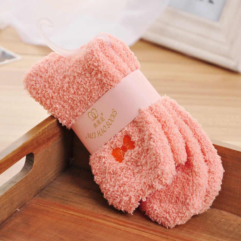 1 זוג צבעים בוהקים מוצק רך נשים פלאפי גרבי אלמוגים קטיפה חורף חם בית מקורה רצפת בנות טרי מגבת מטושטש גרביים k2915