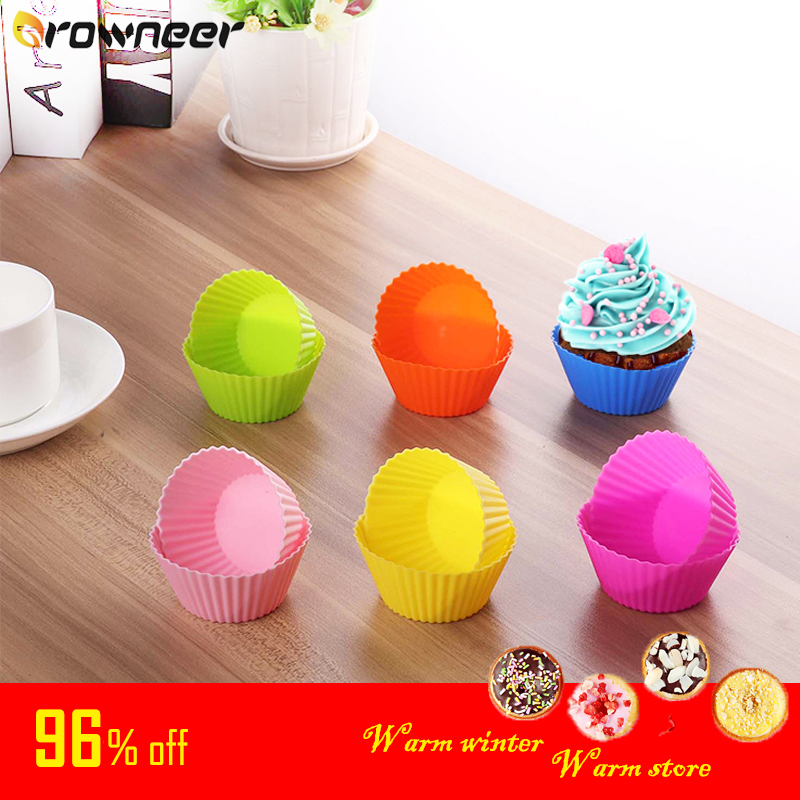 GROWNEER 12pcs Ring Shaped Cute Mould Kitchenware Silicone Pastry Bread  Random Color  Cupcake Cake Decorating Tools Durable