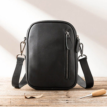 AETOO Men's head leather one-shoulder bag, Japanese leather mini carry-on bag, men's and women's oblique bag