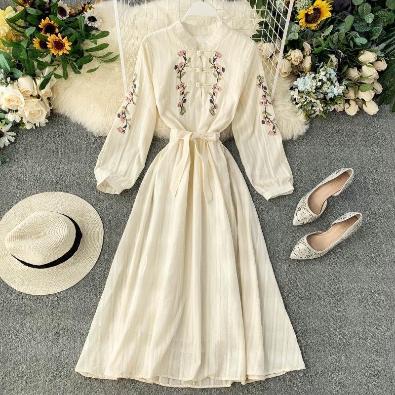 Frauen Cheongsam Verbessert Kleid Elegant Bestickte Stehkragen Bogen Spitze Up Taille Abnehmen Lange Kleid Frühling Sommer ML855