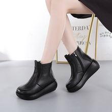 Женские ботинки из натуральной кожи в этническом стиле на платформе