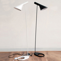 Design moderno AJ Floor Lamp Black Metal Pé Luz Sala de estar Quarto Cabeceira Decoração LEVOU Lâmpadas de Assoalho de Iluminação Luminárias