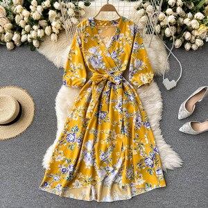 Женское винтажное платье с v-образным вырезом Teeuiear, Летнее Длинное асимметричное платье в стиле бохо с цветочным принтом, Бандажное элегант...