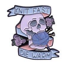 A malha rápida morre o pino quente do esmalte flores deixa o emblema do crânio para o lenço do casaco da lapela