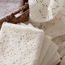 Alta qualidade tecido de renda branco oco bordado moda vestido tule tecido algodão 100% para casamento princesa costura brocado