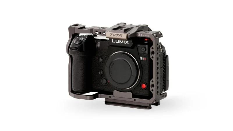 Full-Camera-Cage-for-Panasonic-S-series-%E2%80%93-Tilta-Gray-TA-T38-FCC-G_front34_Legacy-2-800x450.webp