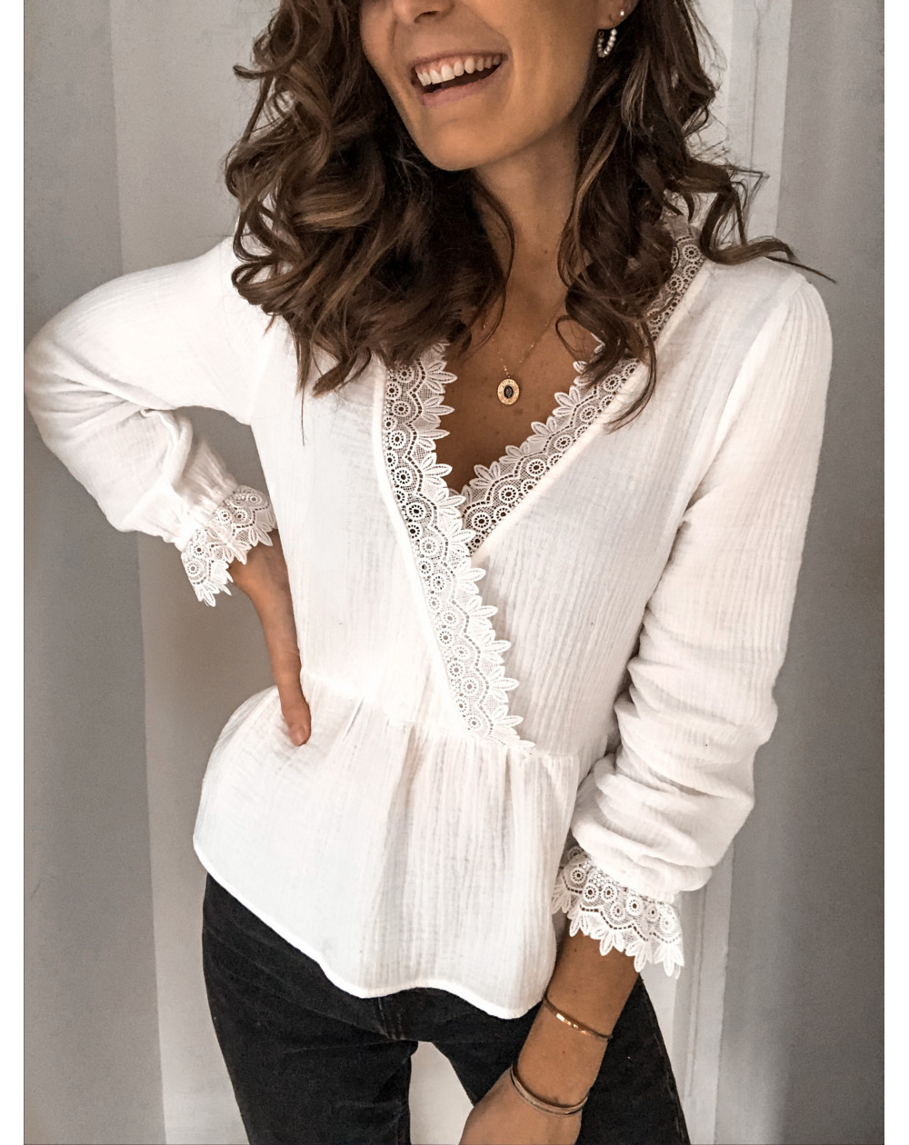 Large size sexy lace women blouses 2020 summer new blouses tops solid color V-neck long sleeve women shirts
