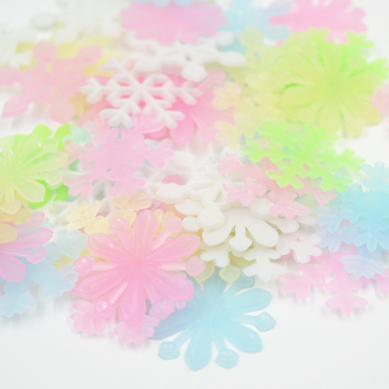 50PCS/Set Colorful Luminous Snowflake Toys Glow In The Dark Toys Fluorescent Painting Toy PVC Stickers for Kids Room(China)