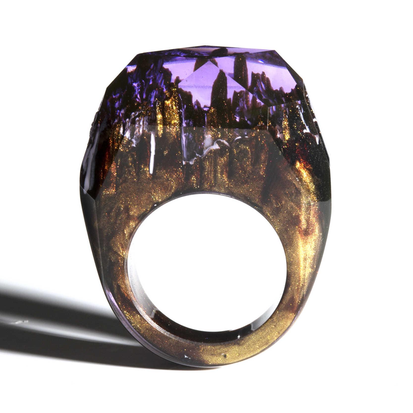 Żywica świecąca pierścień biżuteria epoksydowa drewno sekret magicznego świata w maleńkim krajobrazie świecącym w ciemności