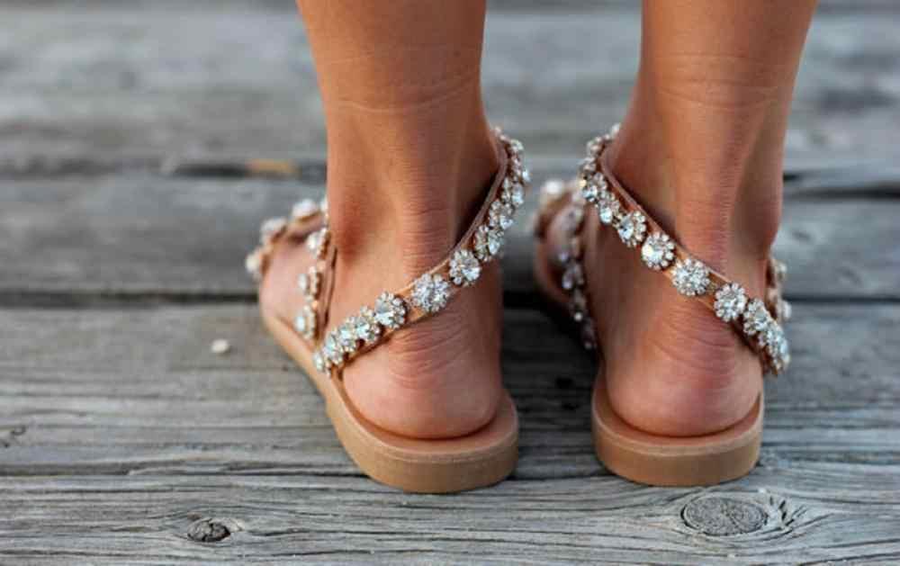 Mùa Hè 2020 Tại Chỗ Mới Đầy Sao Kim Cương Giả Kim Loại Kẹp Mũi Giày Sandal Nữ Phẳng Kích Thước Lớn Thời Trang La Mã Giày Sandal 40-43