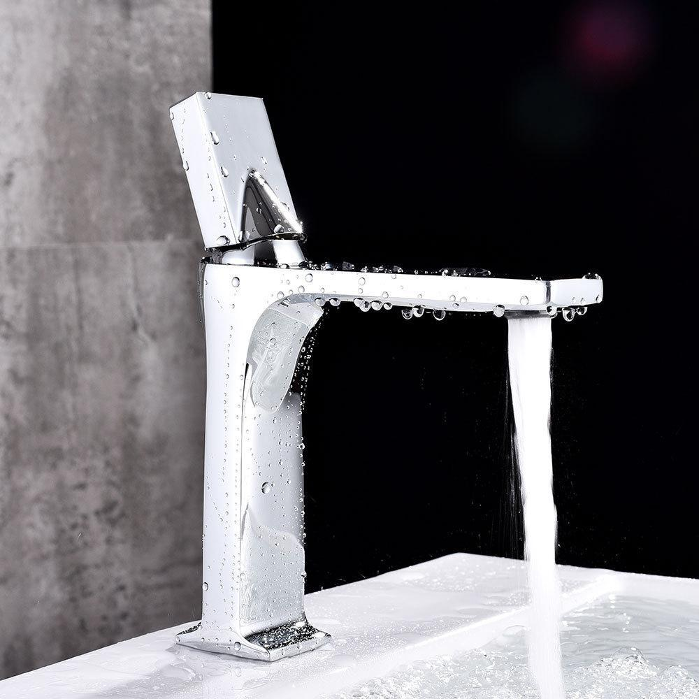 Bathroom Faucet Black Single Handle Hot Cold Switch Water Mixer Taps Wash Basin Bathroom Deck Mounted Basin Faucet