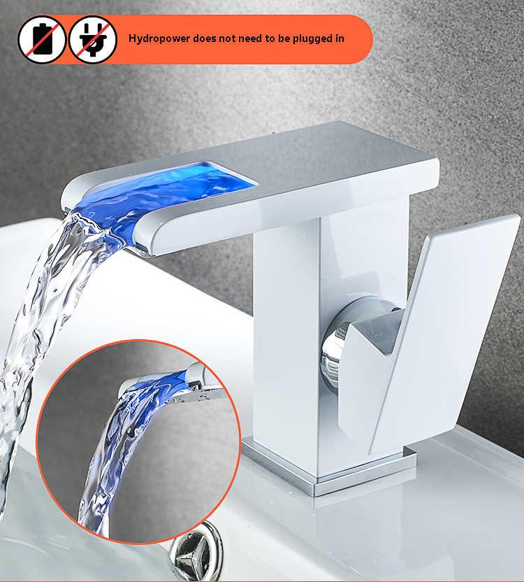 黒浴室の滝の蛇口主導洗面器の蛇口真鍮のシンクミキサー蛇口の温度制御の蛇口現代の蛇口