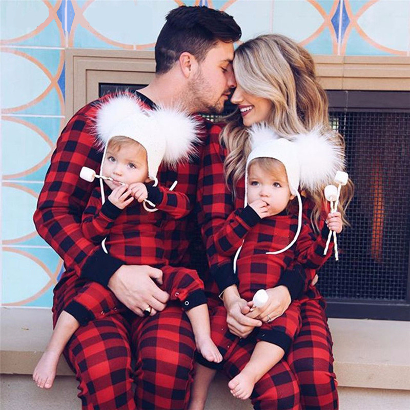 2019 Christmas New Family Pajamas Tracksuit Black Red Plaid Mother And Daughter Clothes Set For Dad Son Matching Home Clothing
