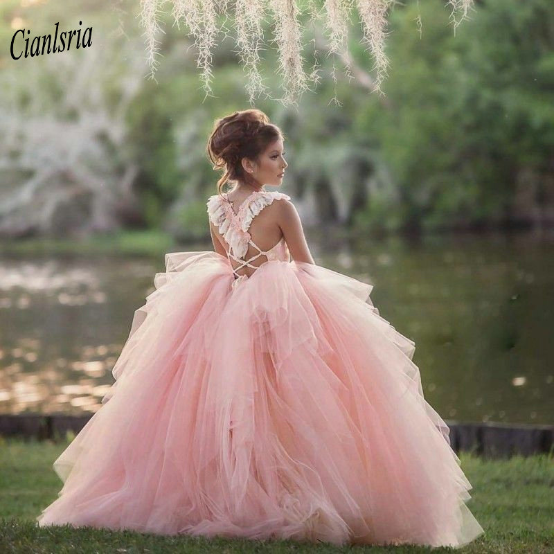 Pink Ball Gown Flower Girl Dresses For Wedding Party Square Neck Cap Sleeves Criss Cross Back Appliques Kids Pageant Dresses
