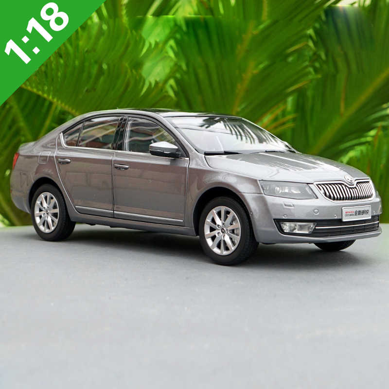 1:18 Skoda OCTAVIA Alloy Model Car Static Metal Model Vehicles Original Box For Gifts Collection