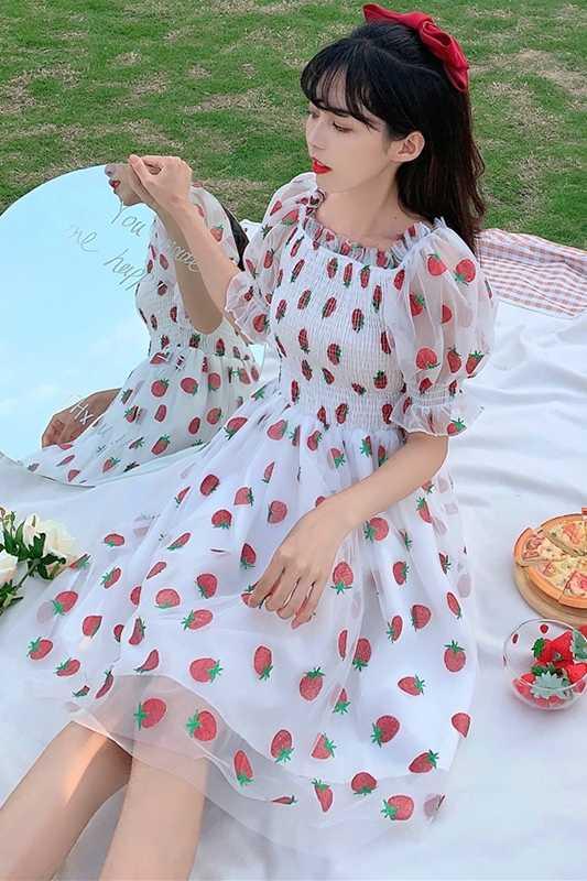¡Novedad de verano! Falda femenina vestido de malla de fresa con mangas abombadas ajustado para mujer vestido gótico dulce de hada lolita kei