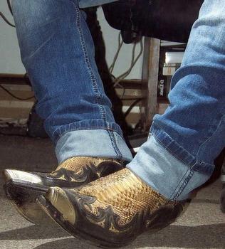 Czarny złoty luksusowe wysokiej jakości skórzane Chelsea Boots męskie buty Zapatos De Hombre moda buty mężczyźni D346 tanie i dobre opinie XPAY CN (pochodzenie) Aplikacje Stałe Runa Wiosna jesień Slip-on Med (3 cm-5 cm) Pasuje prawda na wymiar weź swój normalny rozmiar