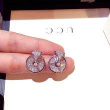 Женские серьги гвоздики серебряного цвета с блестящим цирконием