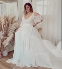 Plus Size Wedding Dress Floor Length Simple Chiffon V-Neck Sweep Train Gorgeous Bridal Gowns Vintage Boho Low Back Robe