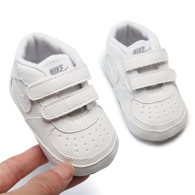 Для маленьких мальчиков обувь для девочек на возраст от 0 до 18 месяцев, детская мягкой подошве кроссовки Мокасины Bebe обувь на нескользящей п...