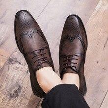 REETENE 2020 Brogue formalne buty mężczyźni ubierają skórzane buty modne płaskie buty męskie buty oryginalne Retro Pointed Toe Oxford obuwie męskie