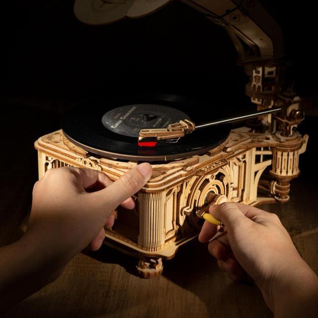 Robotime Rokr 1:1 424pcs DIY Hand Crank Classic Gramophone Wooden Model Building Kits Assembly Toy Gift for Children Adult LKB01 4