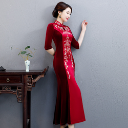 LM8  Boutique cheongsam factory direct for autumn handmade beaded velvet long cheongsam banquet dress