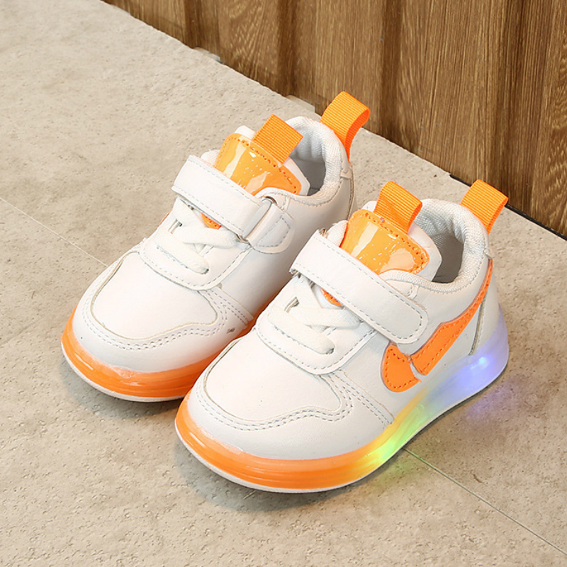 2020 Spring Children Light Shoes Boys Girls LED Lumious Casual Shoes Small Children White Sport Shoes Toddler Girl Sneakers
