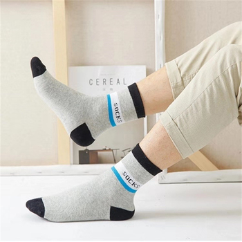 цена на Best Selling Socks Cotton Blend Tube Sweat-Absorbent Male Socks Casual Solid Color Comfortable Breathable Outdoor Sports Socks